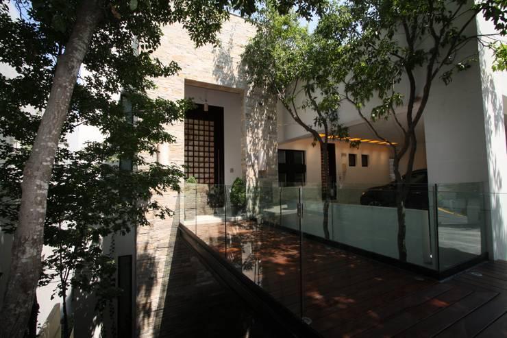 Casa San Angel: Casas de estilo  por ODICSA