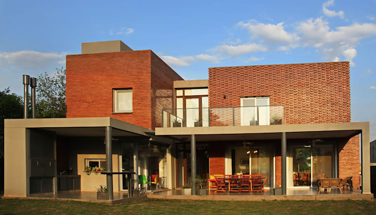 Casas de estilo  por AGUIRRE+VAZQUEZ