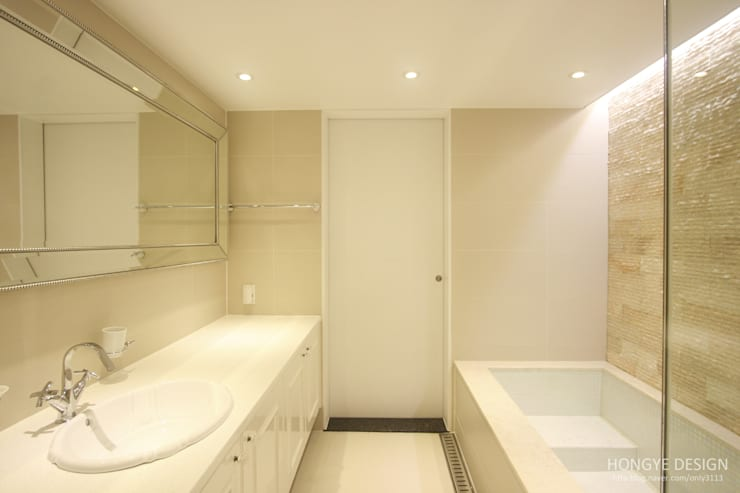 클래식한 느낌의 61py 인테리어: 홍예디자인의  욕실