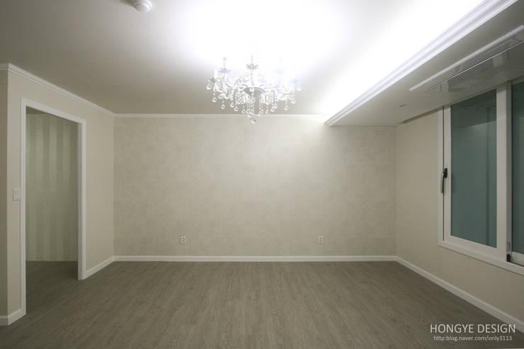 클래식한 느낌의 61py 인테리어: 홍예디자인의  침실