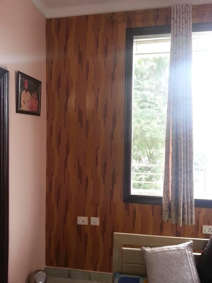 Residential Apartment, Delhi:  Bedroom by Decor At Door