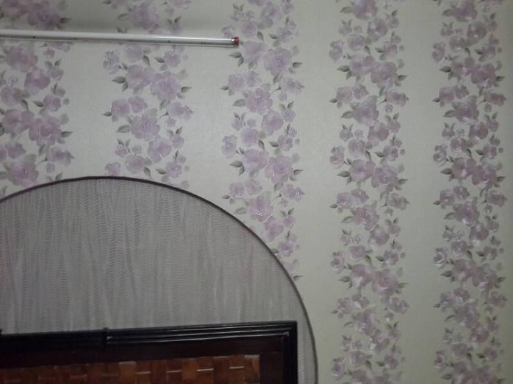 Floral Patterns:  Bedroom by Decor At Door