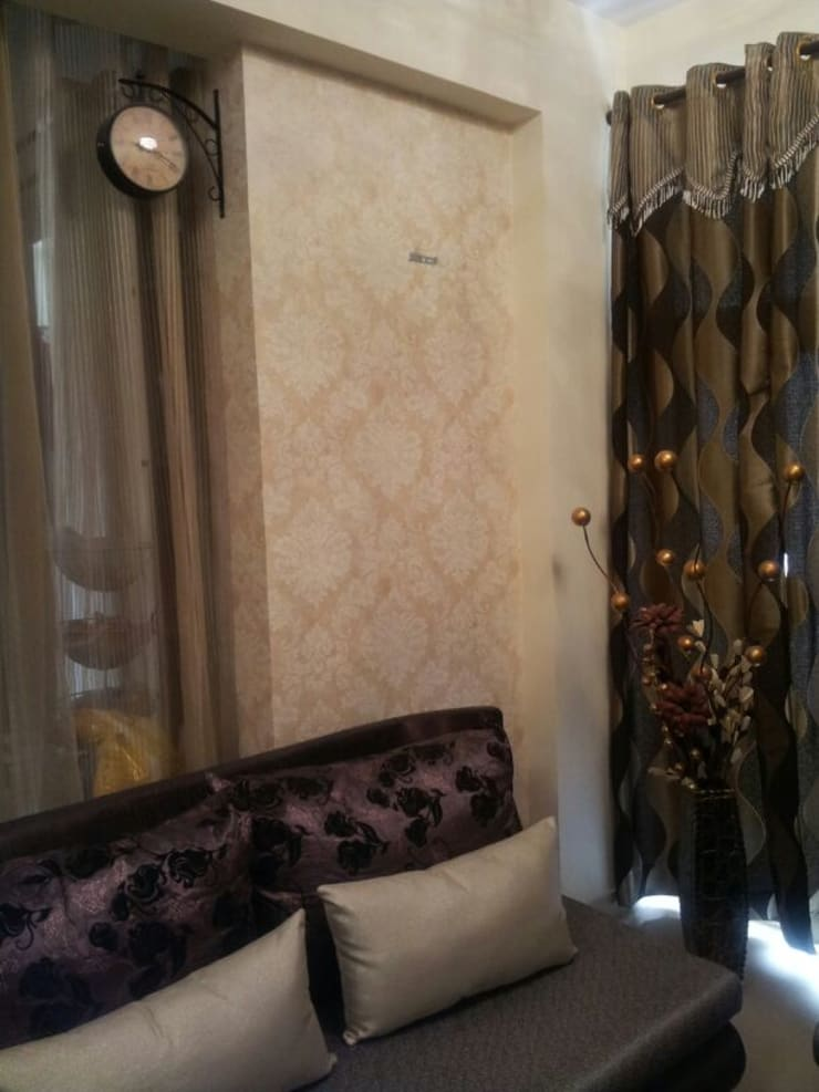 Residential:  Living room by Decor At Door