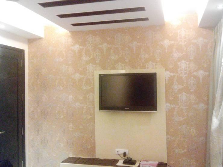 South Ex tn. Delhi: modern Bedroom by Decor At Door
