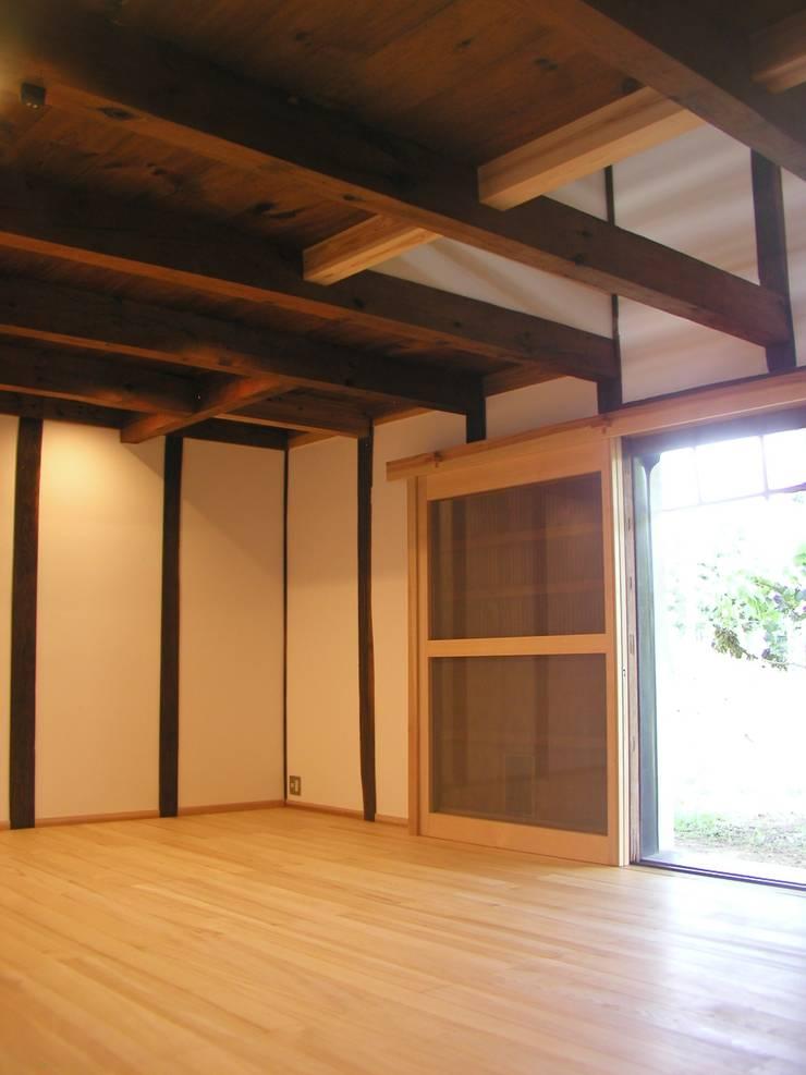 K家 土蔵の再生 オリジナルデザインの リビング の 池内建築図案室 オリジナル