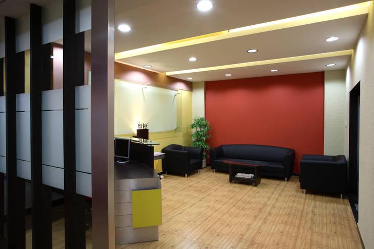 Finicity India Pvt Ltd:  Commercial Spaces by Focusz Designs Pvt Ltd