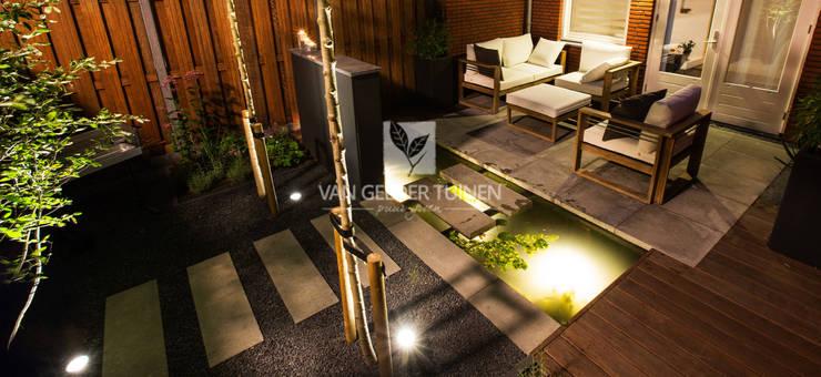 Jardines de estilo moderno por Van Gelder TUINEN