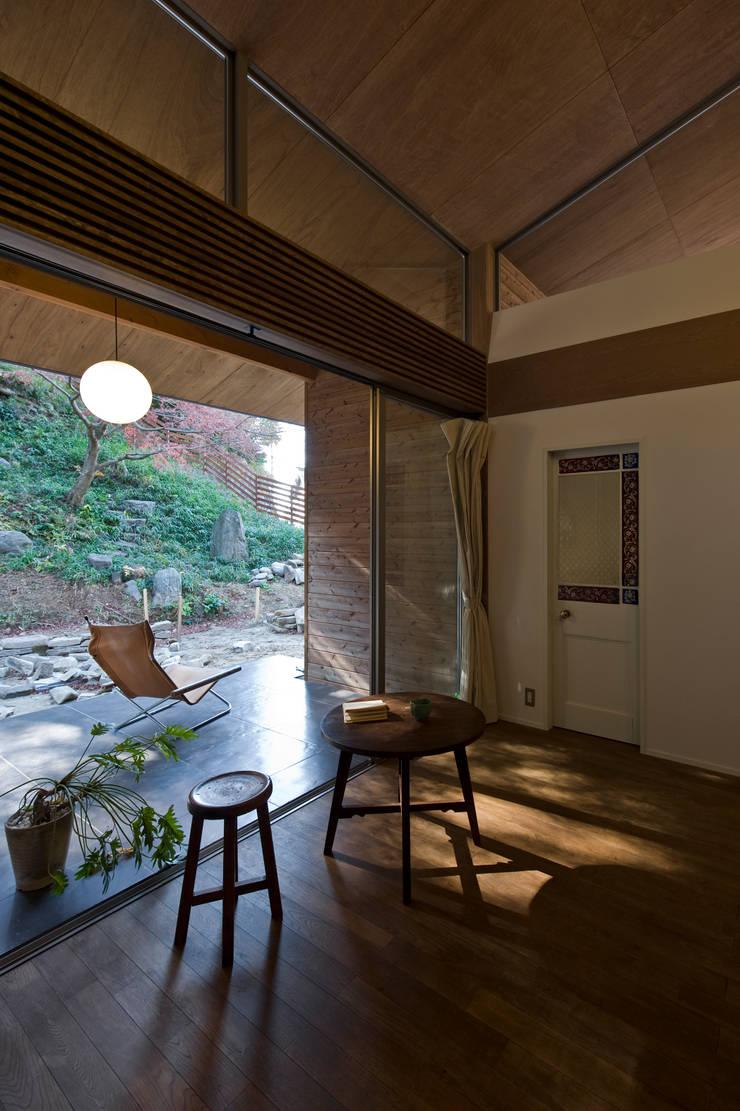 広明の家: Nobuyoshi Hayashiが手掛けたテラス・ベランダです。