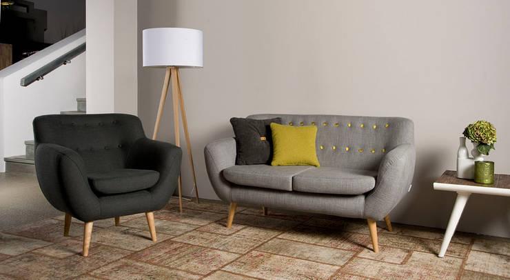 Sixties 3zits sofa en fauteuil - Floris van Gelder: moderne Woonkamer door Floris van Gelder