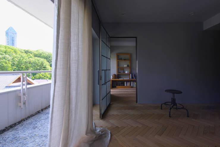 星ヶ丘のリノベーション: Nobuyoshi Hayashiが手掛けたリビングです。