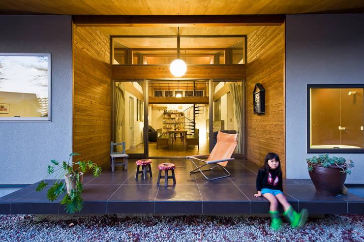 Hiên, sân thượng by Nobuyoshi Hayashi