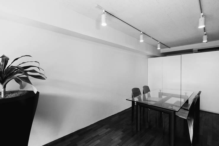 株式会社プラスグラフ/+graph.co.,ltd.: 有限会社バッタネイションが手掛けたオフィス&店です。