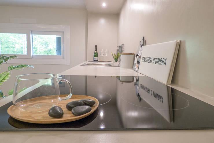 Home Staging: Cucina in stile  di Mirna.C Homestaging