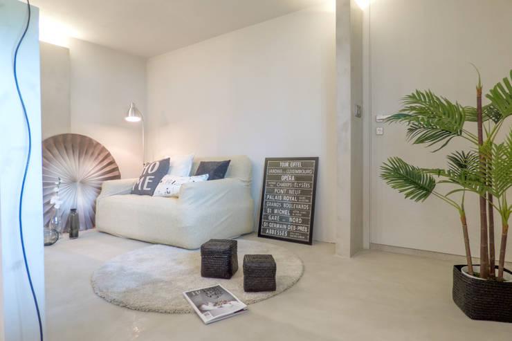Home Staging: Soggiorno in stile in stile Moderno di Mirna.C Homestaging