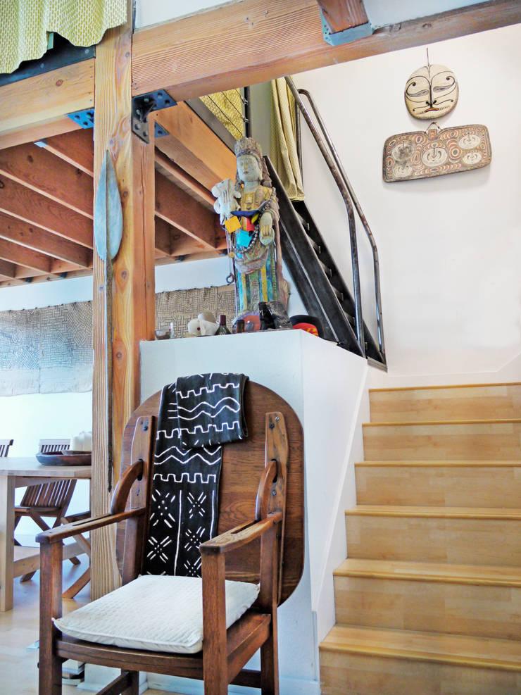 Loft LA: Pasillos y recibidores de estilo  por Juan Carlos Loyo Arquitectura