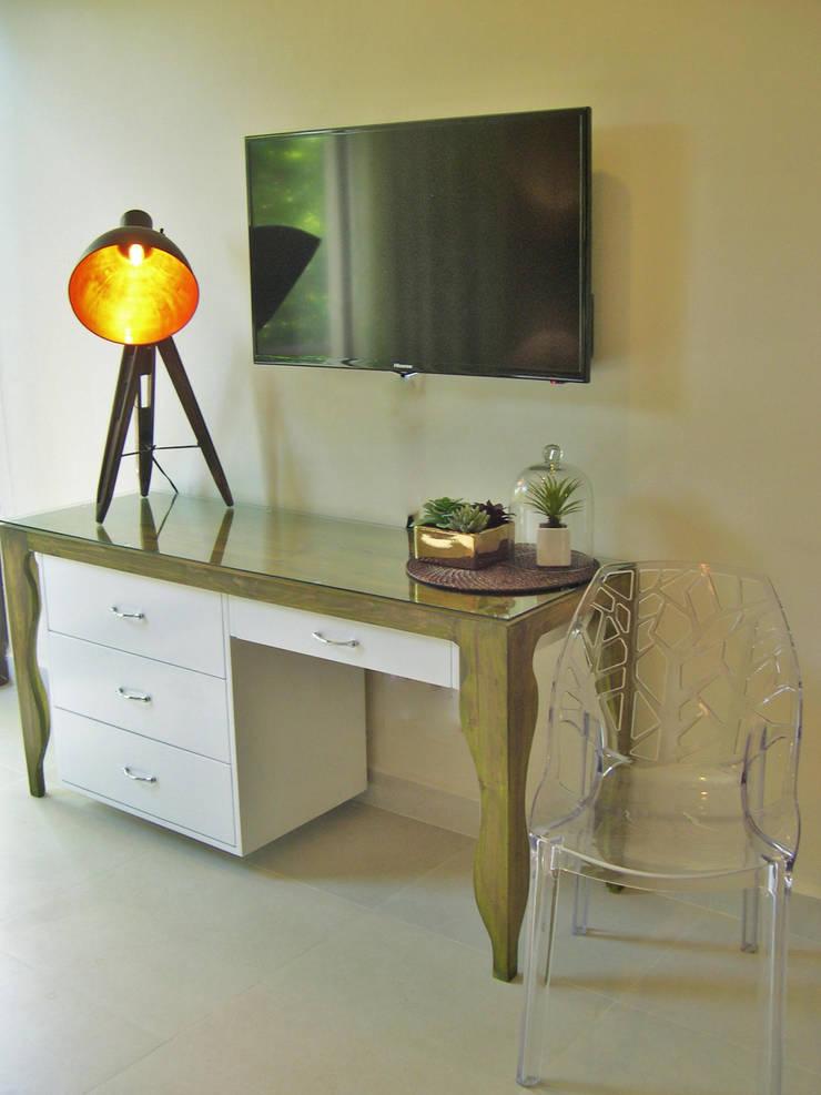 James Grey Interiors: Salas de estilo  por James Grey interiors
