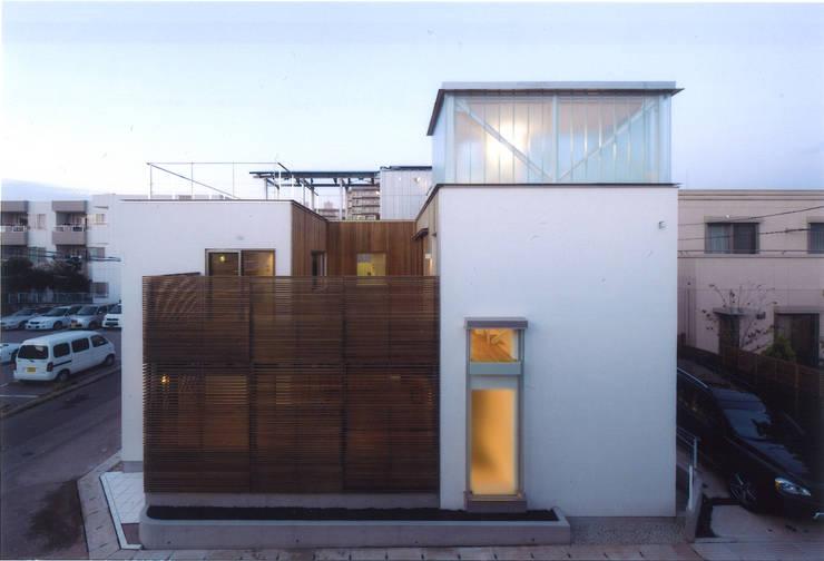 Casas de estilo  por ツチヤタケシ建築事務所, Moderno