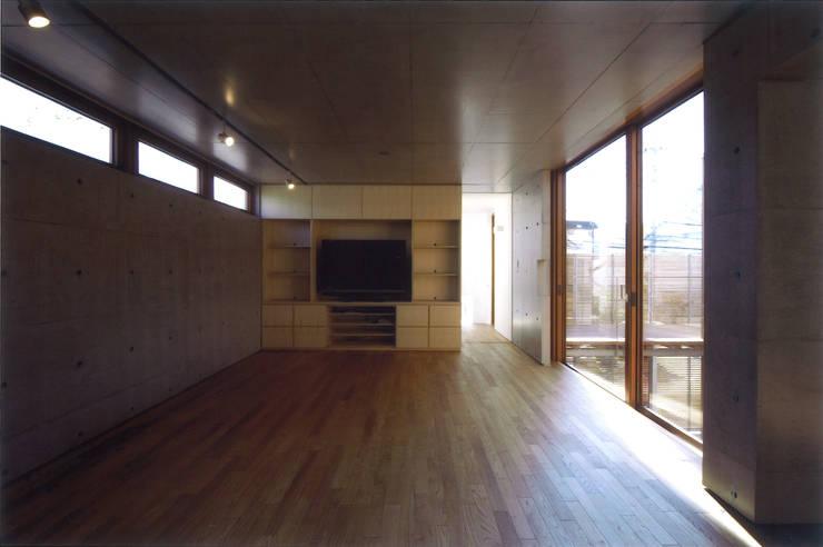 Salas / recibidores de estilo  por ツチヤタケシ建築事務所, Moderno