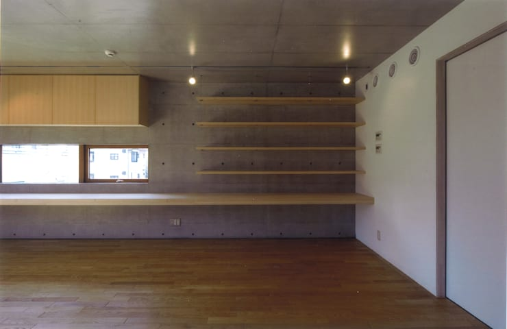 コートハウス: ツチヤタケシ建築事務所が手掛けた書斎です。,モダン