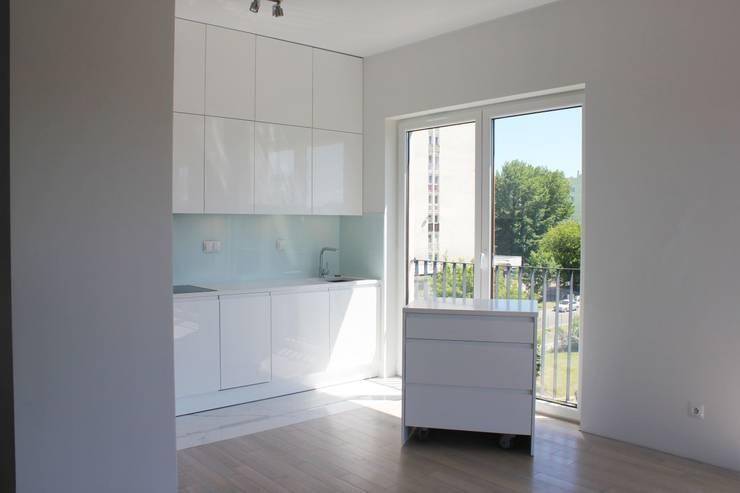 Biały połysk w kuchni : styl , w kategorii Kuchnia zaprojektowany przez Szafawawa