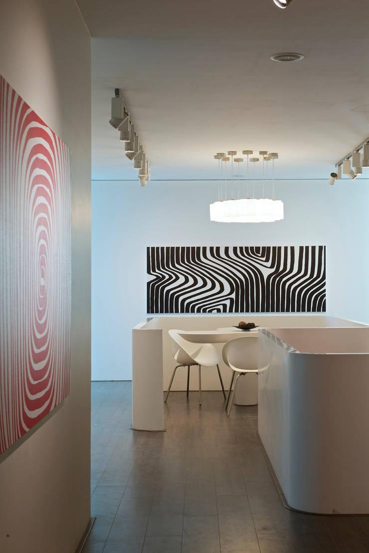 โดย Atelier Design N Domain โมเดิร์น