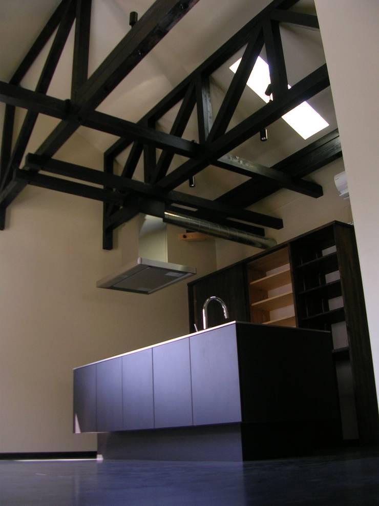 K邸 トラスの和小屋: 木造トラス研究所・株式会社 合掌が手掛けた家です。