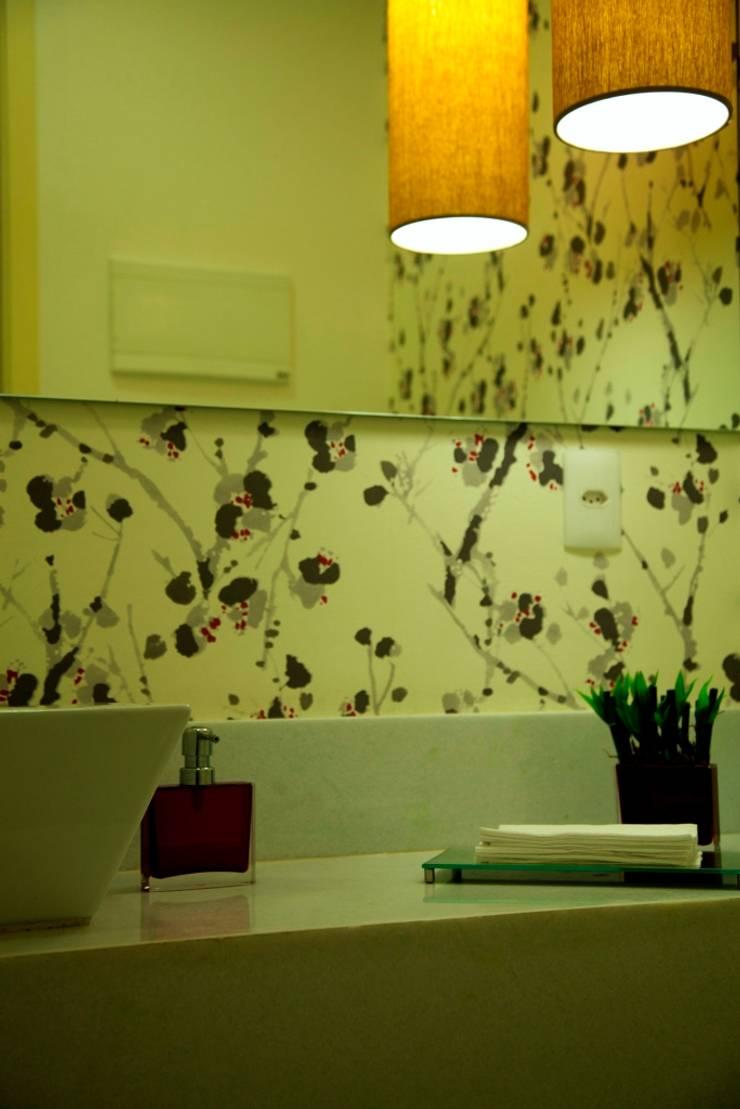 Consultório Médico LAVABO: Clínicas  por Marcia Debski Ferreira Designer de Interiores,