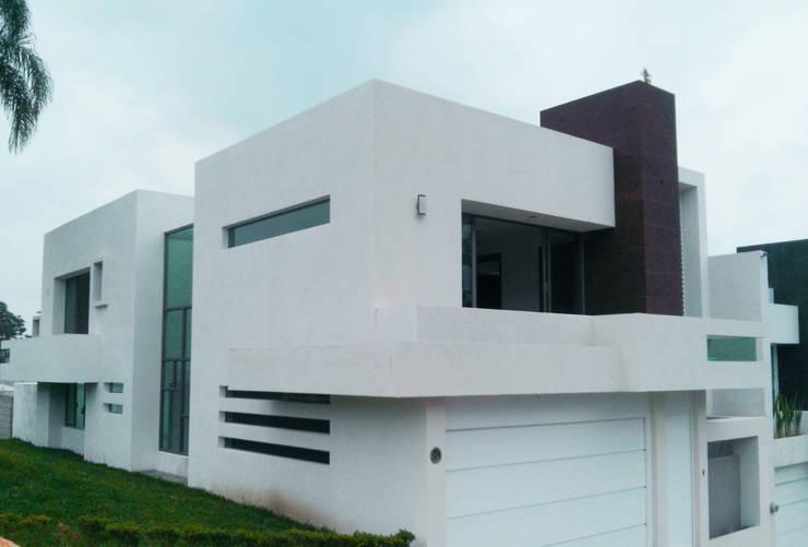 Proyectos Recientes: Casas de estilo  por CouturierStudio