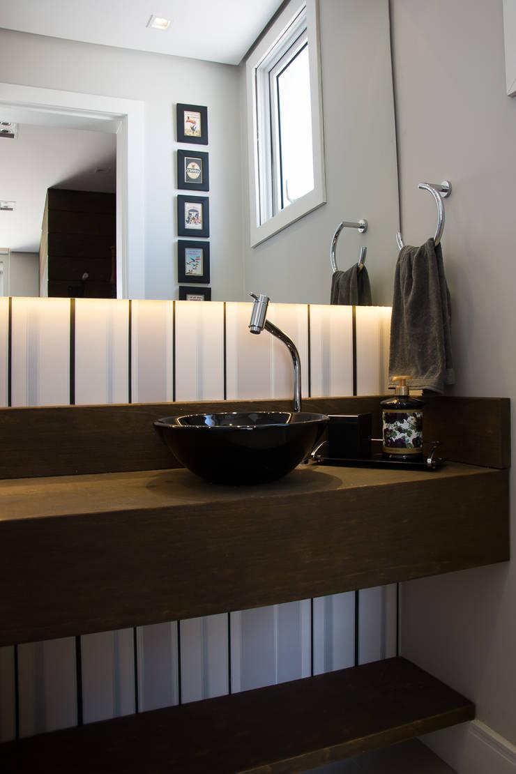 DUPLEX | COND. BOULEVARD D´ORLEANS: Banheiros  por Aline Dal Pizzol Aquitetura de Interiores