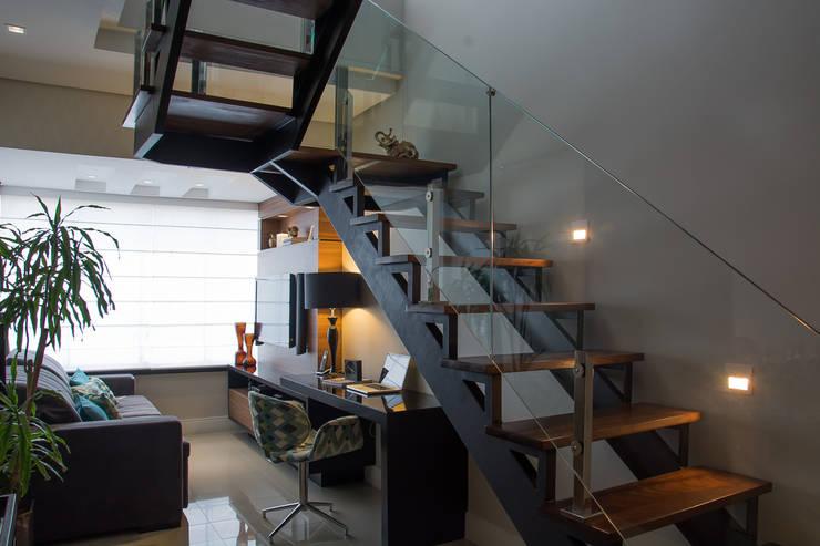 DUPLEX | COND. BOULEVARD D´ORLEANS: Salas de estar  por Aline Dal Pizzol Aquitetura de Interiores