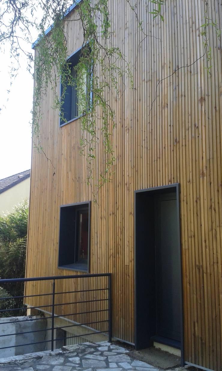 Sur-élévation à Ossature Bois: Maisons de style  par AADD+