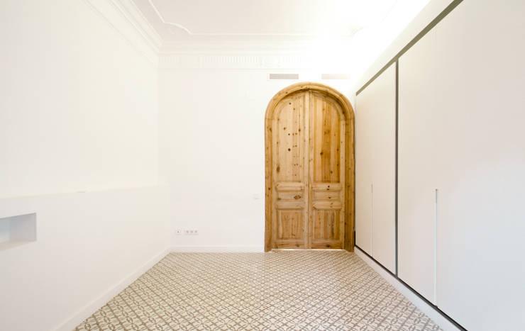 غرفة نوم تنفيذ OAK 2000