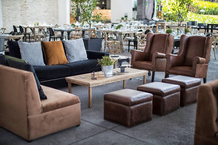 Moor Mobiliario: Salas de estilo  por MOOR Event Rentals & Planning