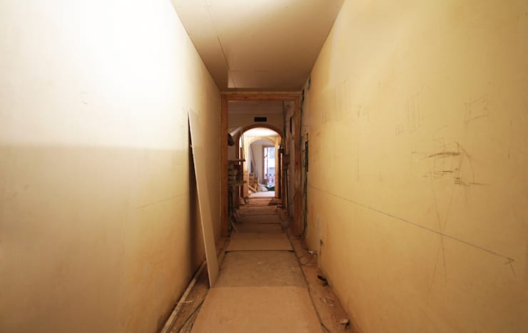 Corridor & hallway by OAK 2000