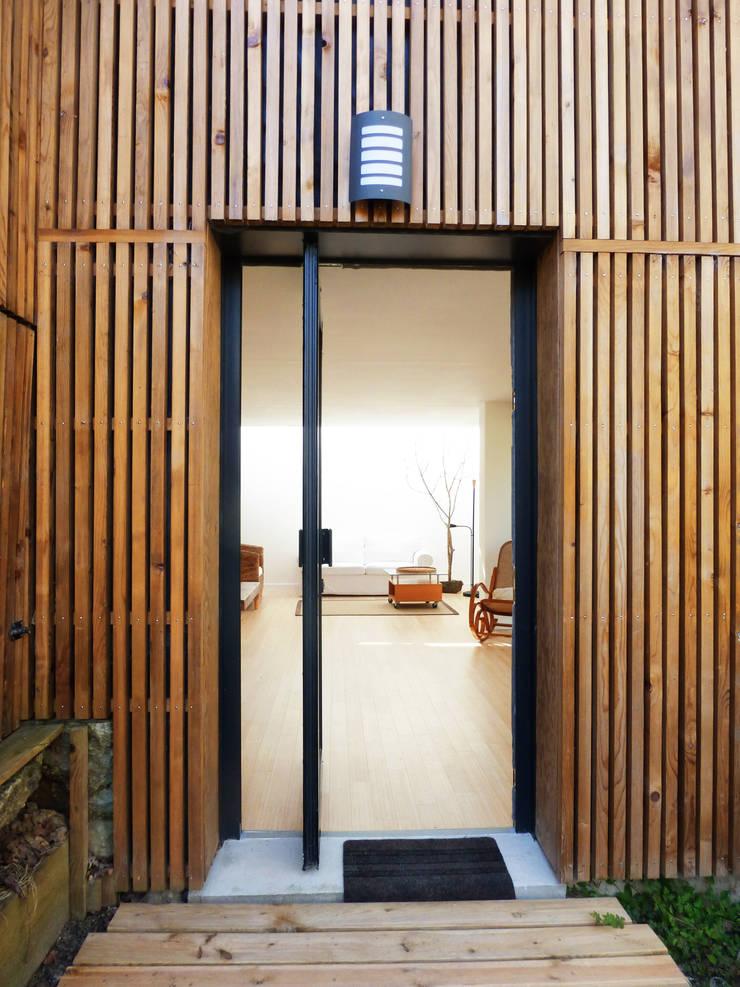 Un Loft à l'Orée du Bois: Maisons de style  par AADD+
