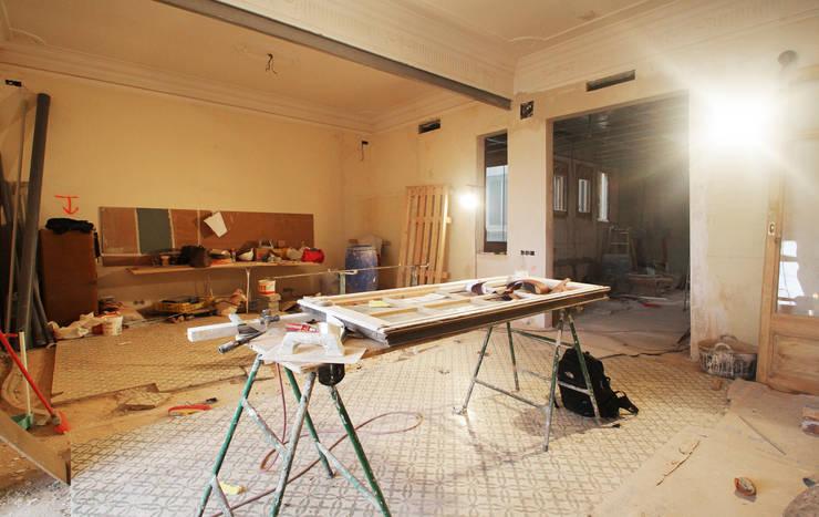 غرفة المعيشة تنفيذ OAK 2000
