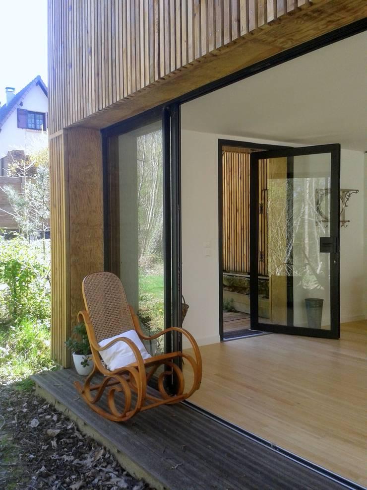 Un Loft à l'Orée du Bois: Terrasse de style  par AADD+