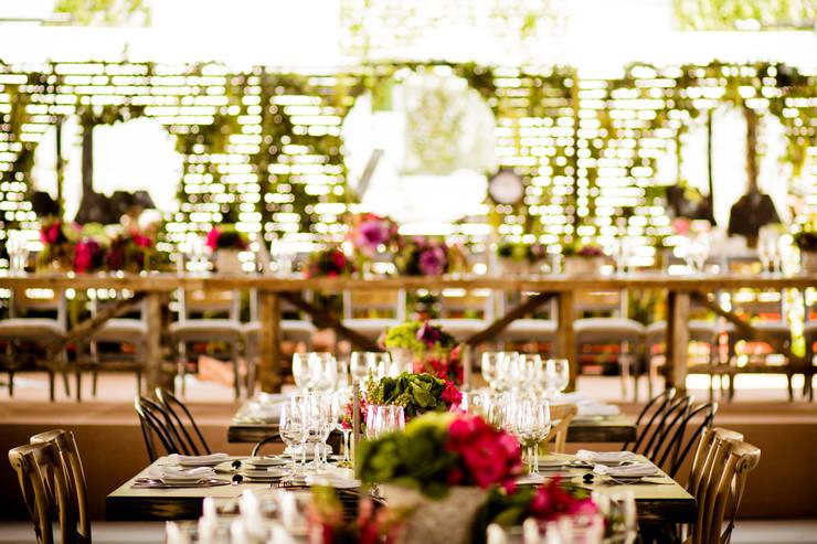Sala de jantar  por MOOR Event Rentals & Planning