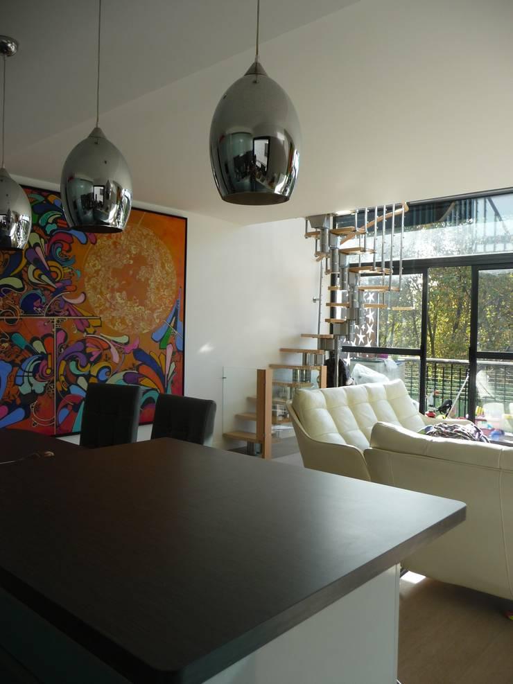 Duplex Parc de Bercy: Salle à manger de style  par AADD+