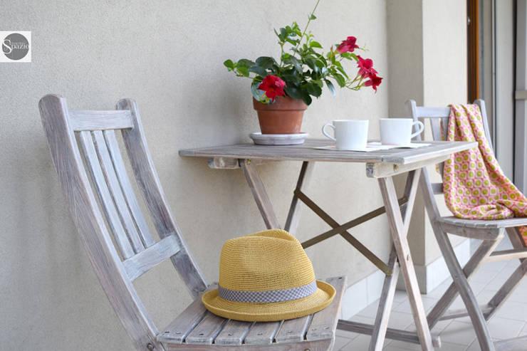 elisabetta.griggio: modern tarz Balkon, Veranda & Teras