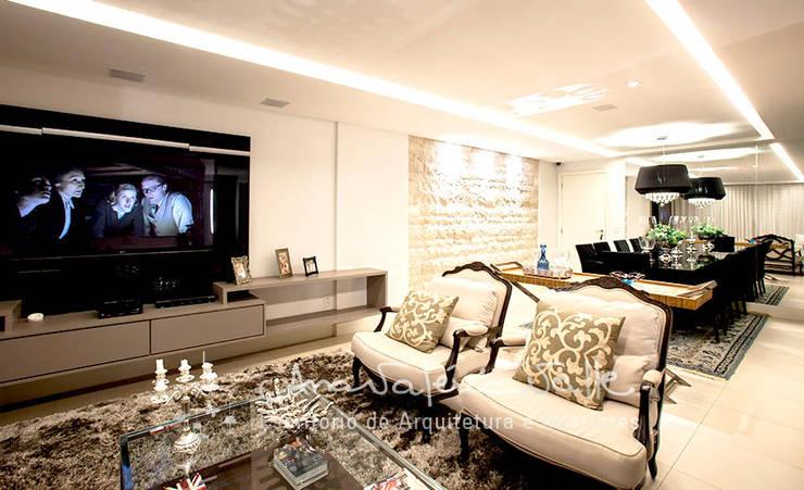 Projeto Anual Design – Apartamento Park Sul: Salas de estar  por Ana Valeria Valle