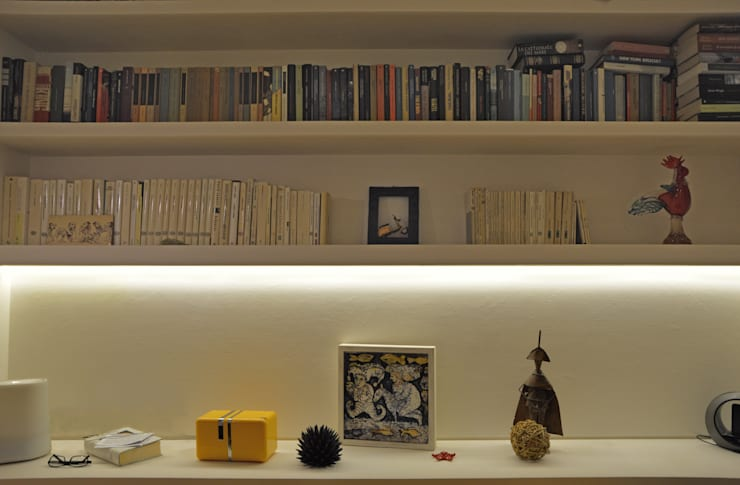 Livings de estilo moderno por officine architetti