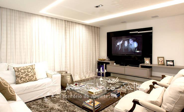 Projeto Anual Design – Apartamento Park Sul: Salas multimídia  por Ana Valeria Valle