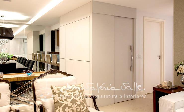 Projeto Anual Design – Apartamento Park Sul: Corredores e halls de entrada  por Ana Valeria Valle