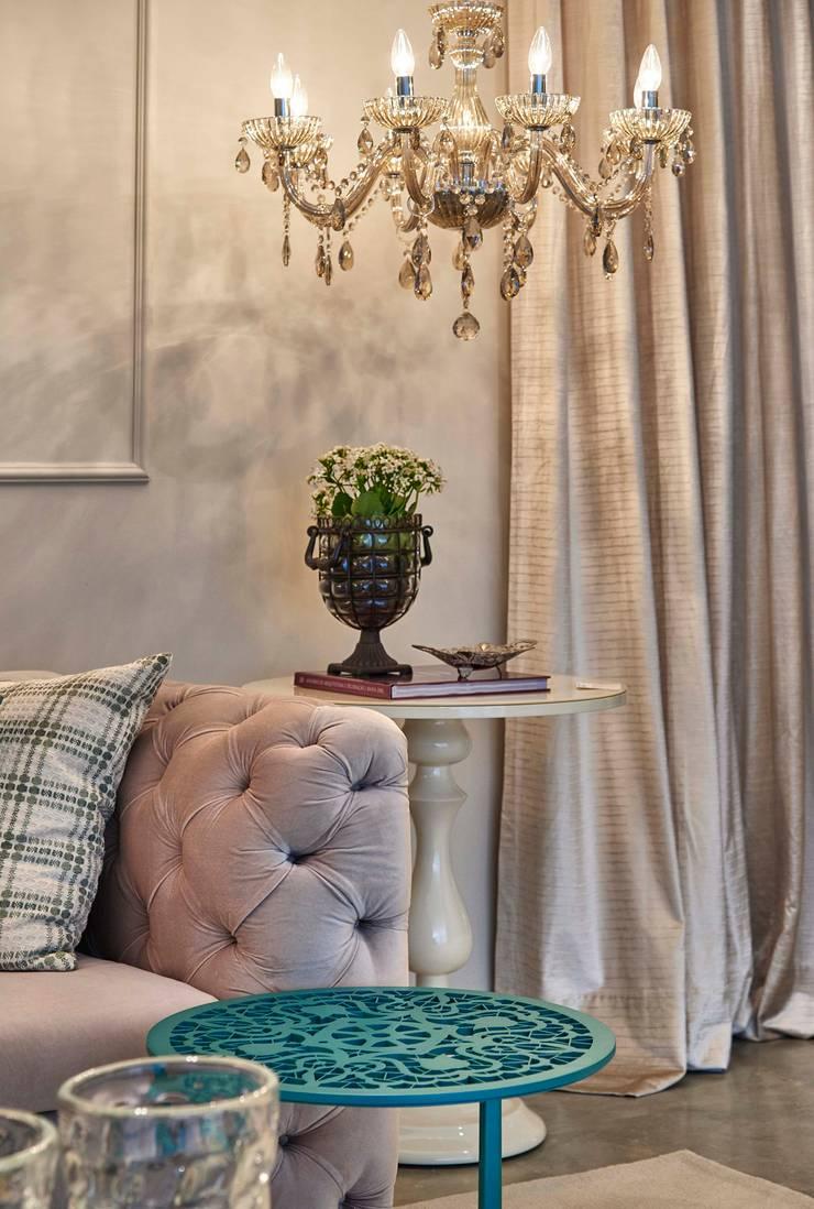 Decora Lider Salvador – Family Room: Salas de estar  por Lider Interiores