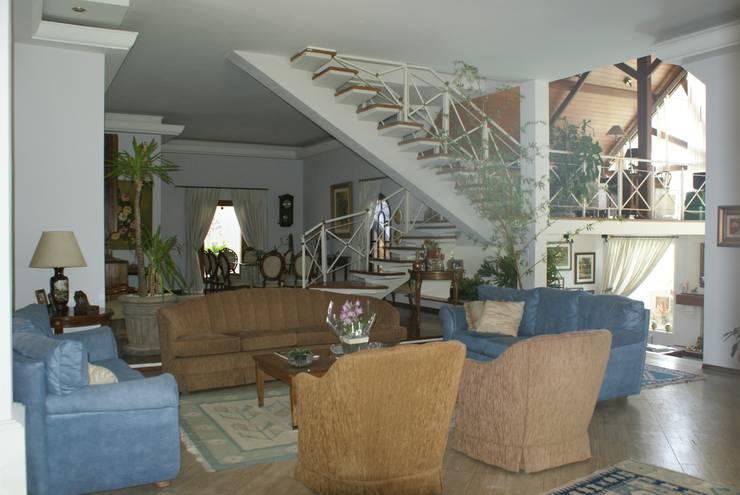 Residência C&M   Alphaville   São Paulo: Salas de estar  por Daniela Zuffo Arquitetura e Interiores
