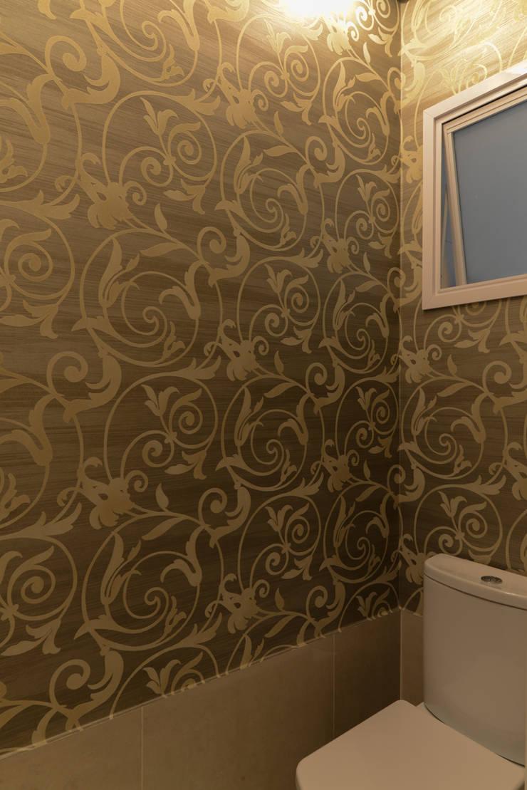 Residência Jardim Avelino: Banheiros  por LAM Arquitetura | Interiores