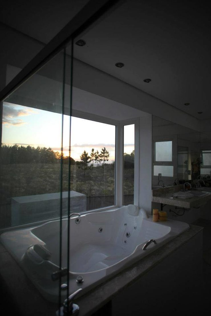 Casa Grafulha: Banheiros  por Super StudioB,