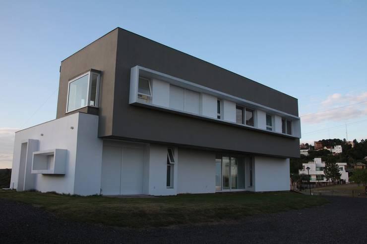 Casa Grafulha: Casas  por Super StudioB,