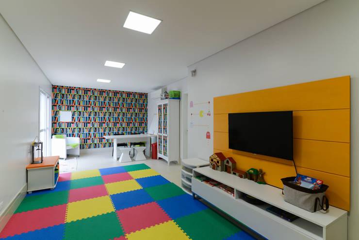 Медиа комнаты в . Автор – LAM Arquitetura | Interiores